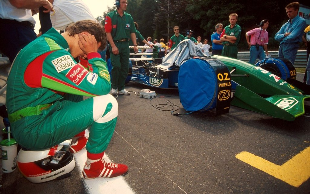Spa'nın demir Grid duvarında Schumacher yarış için kontsantre oluyor