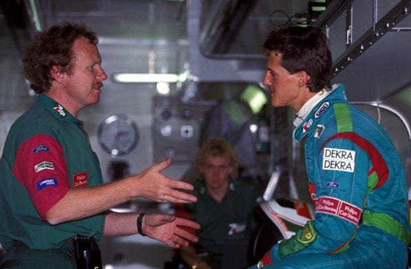 Trevor Foster ve Michael Schumacher bilgi alışverişindeler