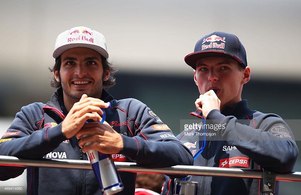 Arabada göremedim ancak onlar da bir sponsor, hem de alkolsüz içecek firmasının sahip olduğu takıma. Estrella Galicia 0.0 Toro Rosso'nun 2015 sponsorlarından.