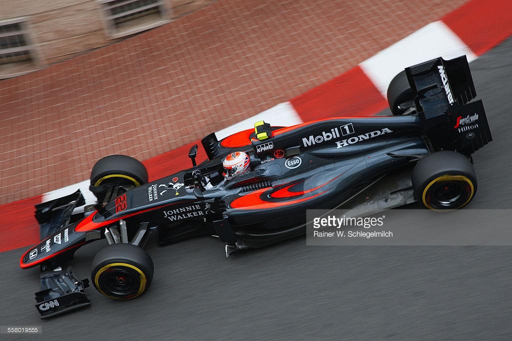 Schlegelmich'in kariyeri boyunca en çok sevdiği açıyla McLaren'in tüm 2015 sponsorlarını görebiliyoruz.
