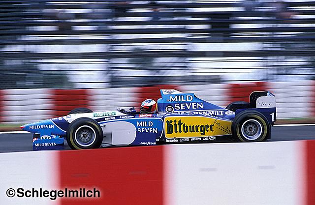 Mild Seven'ın son sezonundan 11 sene önce Alonso yerinde Schumacher vardı. Bitburger'in de bira markası olduğunu hesaba kattığımızda Benetton o günlerde yazımızın konusunda combo yapıyordu.