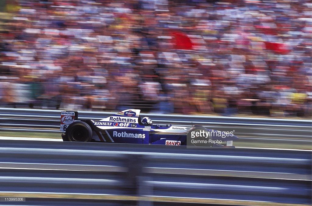Geçtiğimiz yazılarda konu aldığımız Williams'ın renk macerasında en çok beğendiğimiz dönem, Rothmans deseni.