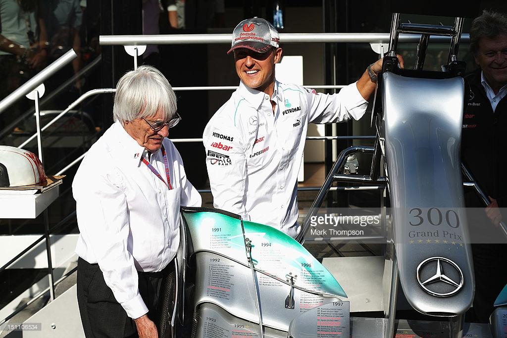 2012 Belçika GP'sinde (aynı zamanda ilk yarışıdır) Schumacher 300. yarış hediyesi olarak Mercedes ön kanadını hediye olarak alıyor.