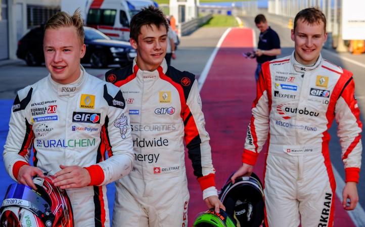 Mazepin Renault 2.0'da Josef Kaufmann Racing'deki takım arkadaşlarıyla görüntülenirken; UralKali, UralChem, HaloPolymer Rus pilotun yanındaydı.