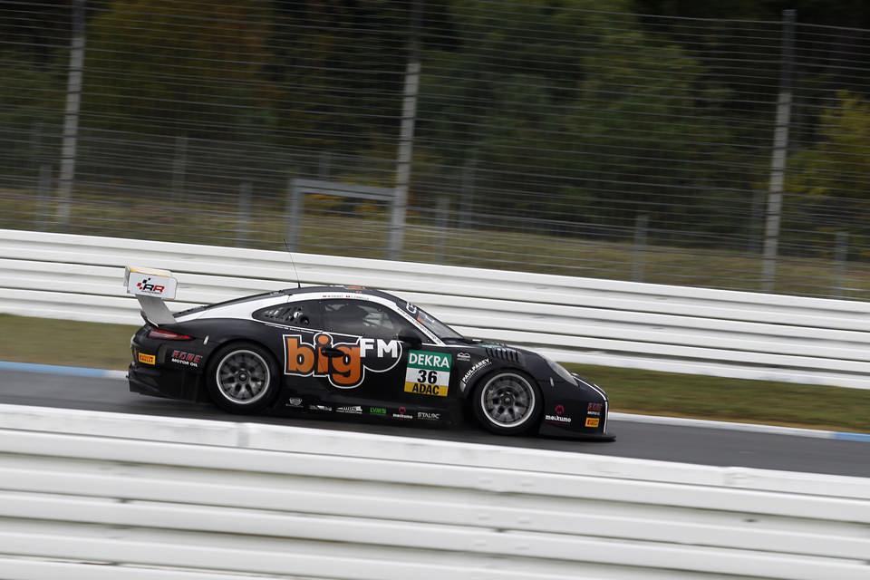 Ardından 2016 ADAC GT Masters'ta Christopher Zanella ile 36 kapı numaralı Porsche 911 GT3 R'ı kullandı.
