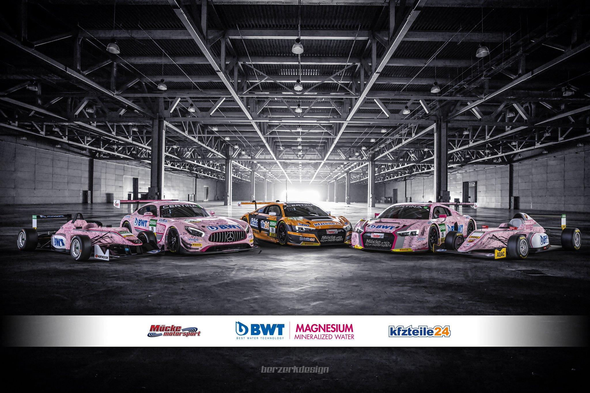 Mücke Motorsport'un 2017 programı bu 5 araçtan ibaret. 2 F4 aracı 2 şampiyonada gezerken, 24-25-26 numaralı GT3 araçları ADAC GT Masters'ta tur atacak.